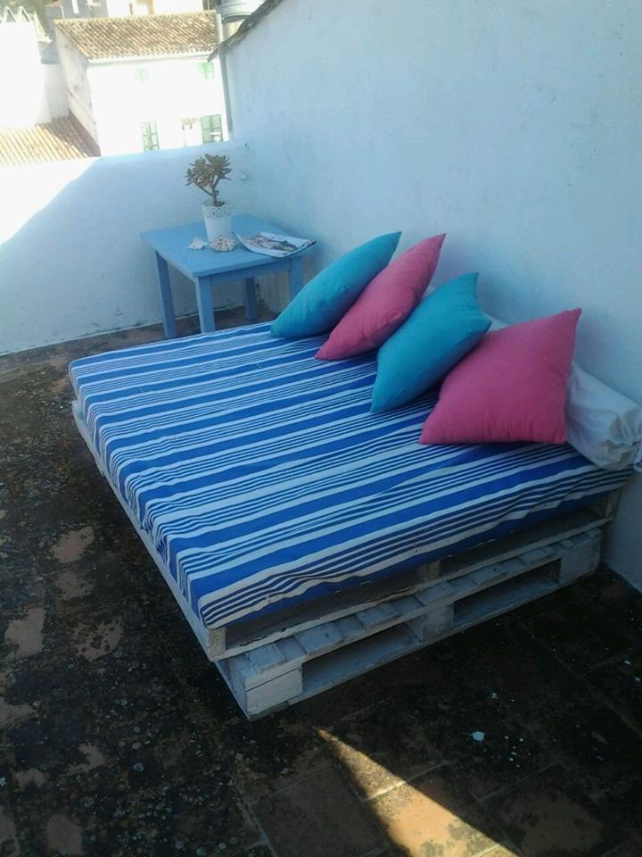 1517c4b2e00 Un sofá de exterior utilizando nuestra espuma con material reutilizado