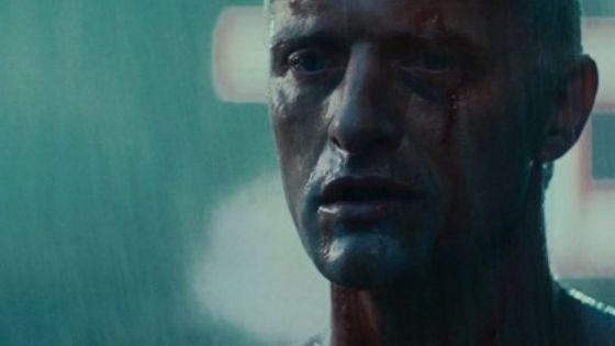 Roy Batty, el replicante de Blade Runner, en un momento de la escena final